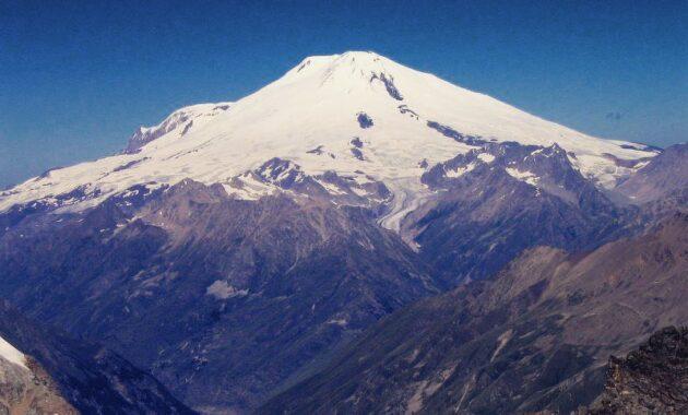 10 Urutan Gunung Tertinggi Di Indonesia Daftar Nama Puncak Dan Letaknya Jejakpiknik Com