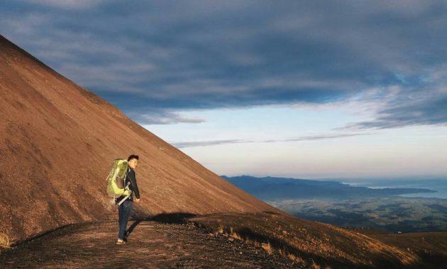 10 Nama Gunung Tertinggi Di Sulawesi Daftar Lembah Bukit Berapi Aktif Jejakpiknik Com