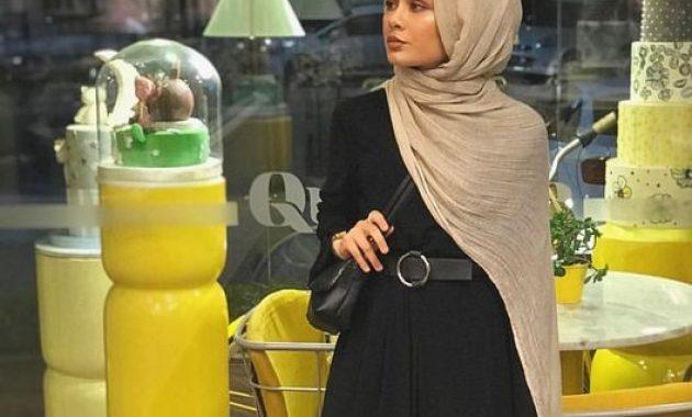 10 Gambar Baju Hitam Putih Cocoknya Jilbab Warna Apa Jejakpiknik Com
