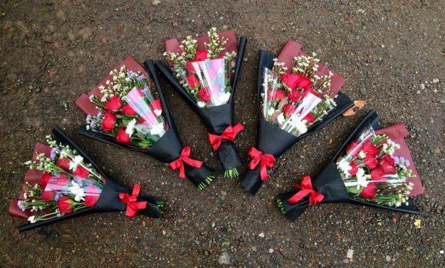 Toko bunga di mojokerto plastik buket karangan mawar papan ucapan tempat alamat kota florist cahaya jawa timur kebondalem daerah mojosari hosana seduri jual pacet palsu rangkai